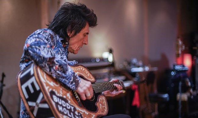 Ronnie Wood: Somebody Up There Likes Me + Intro